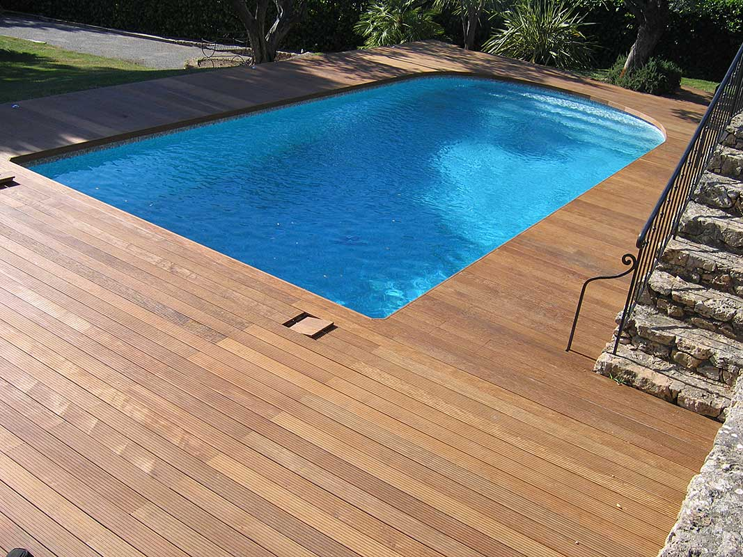 Les r alisations de performance carrelage carreleur dans for Carrelage contour piscine